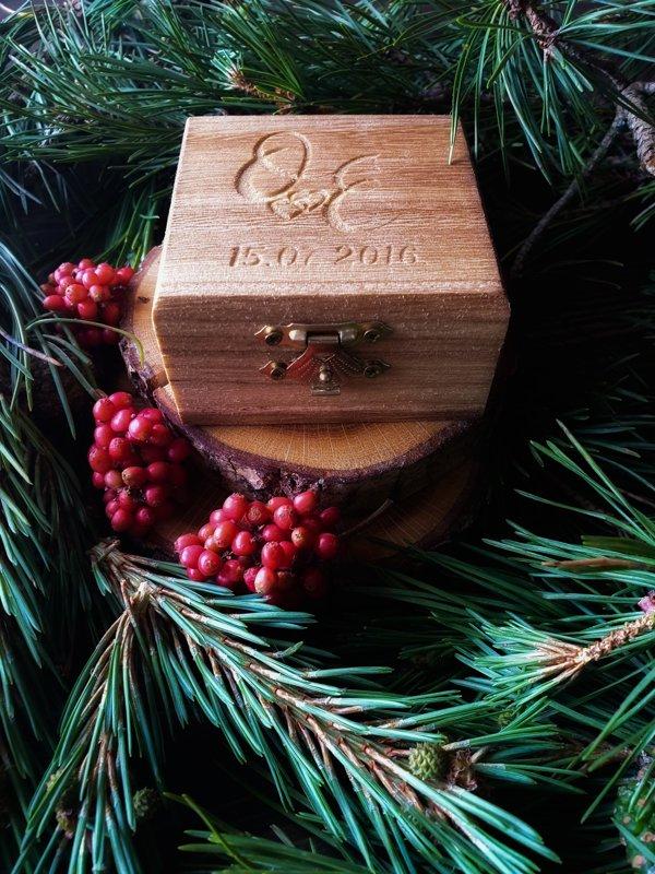 Gredzenu koka kastīte