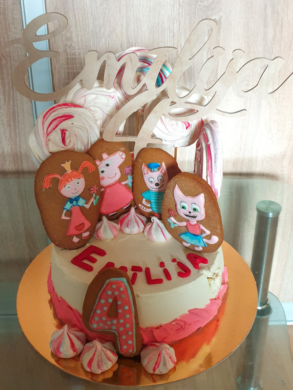 Cake toper
